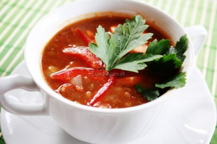 Zupa z czerwonej soczewicy z papryką i marchewką